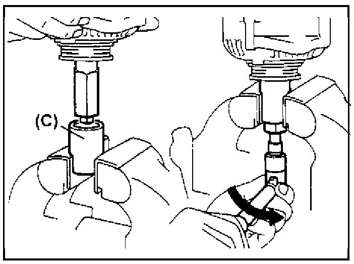 Отворачивание гайки крепления шкива генератора